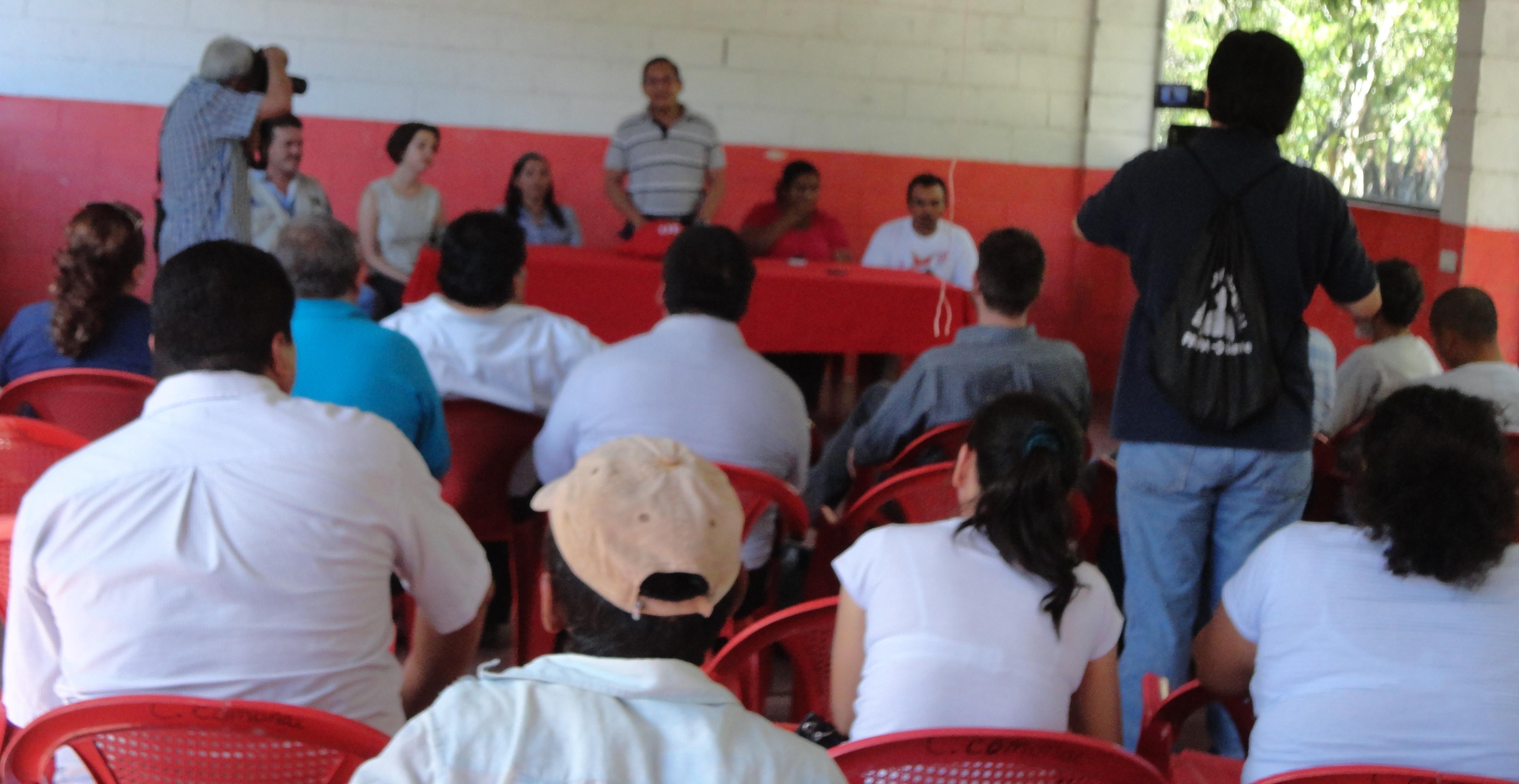 Firma de Convenio entre Asociación Mangle y La Universidad de El Salvador