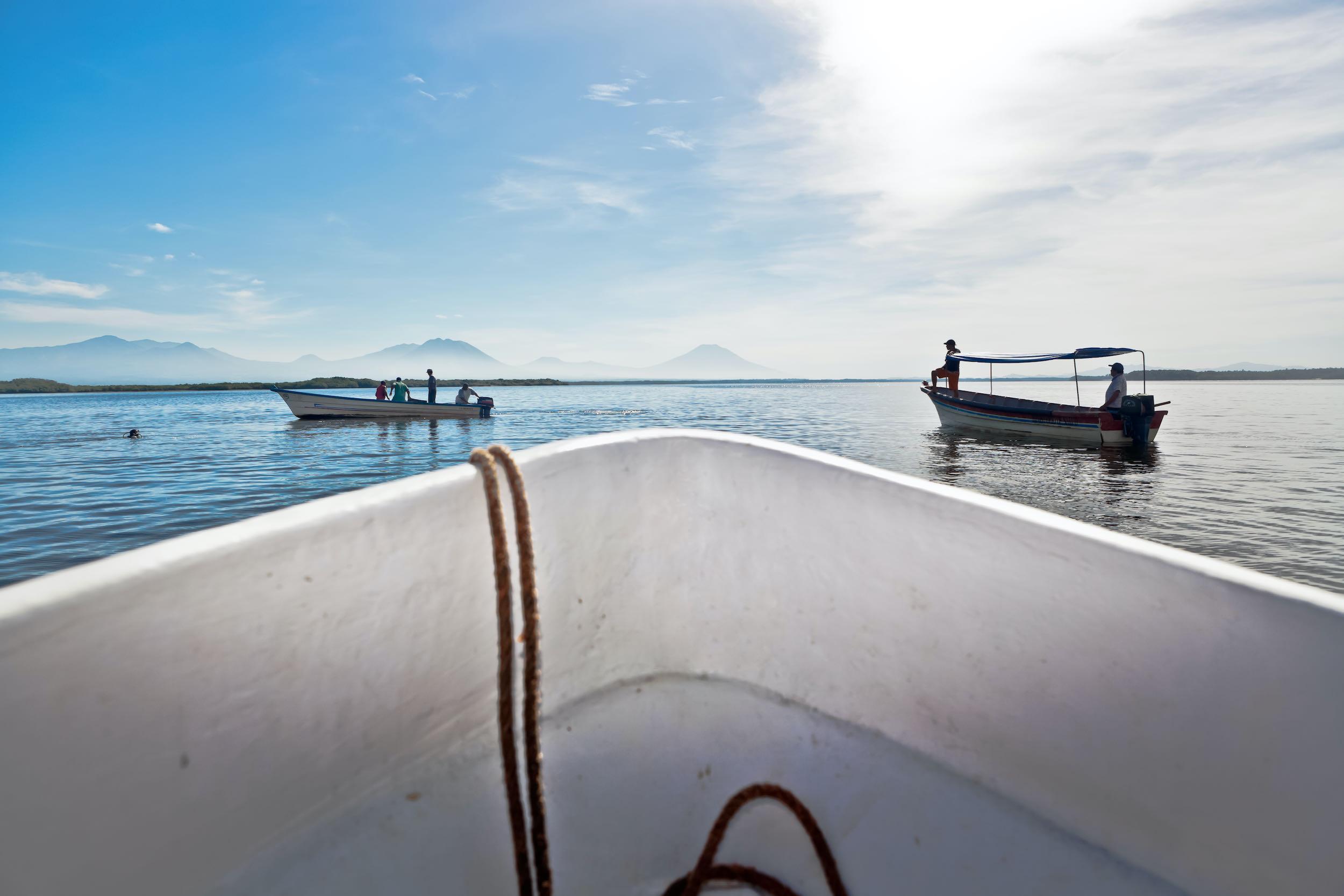 lancha pescadores bahía de jiquilisco