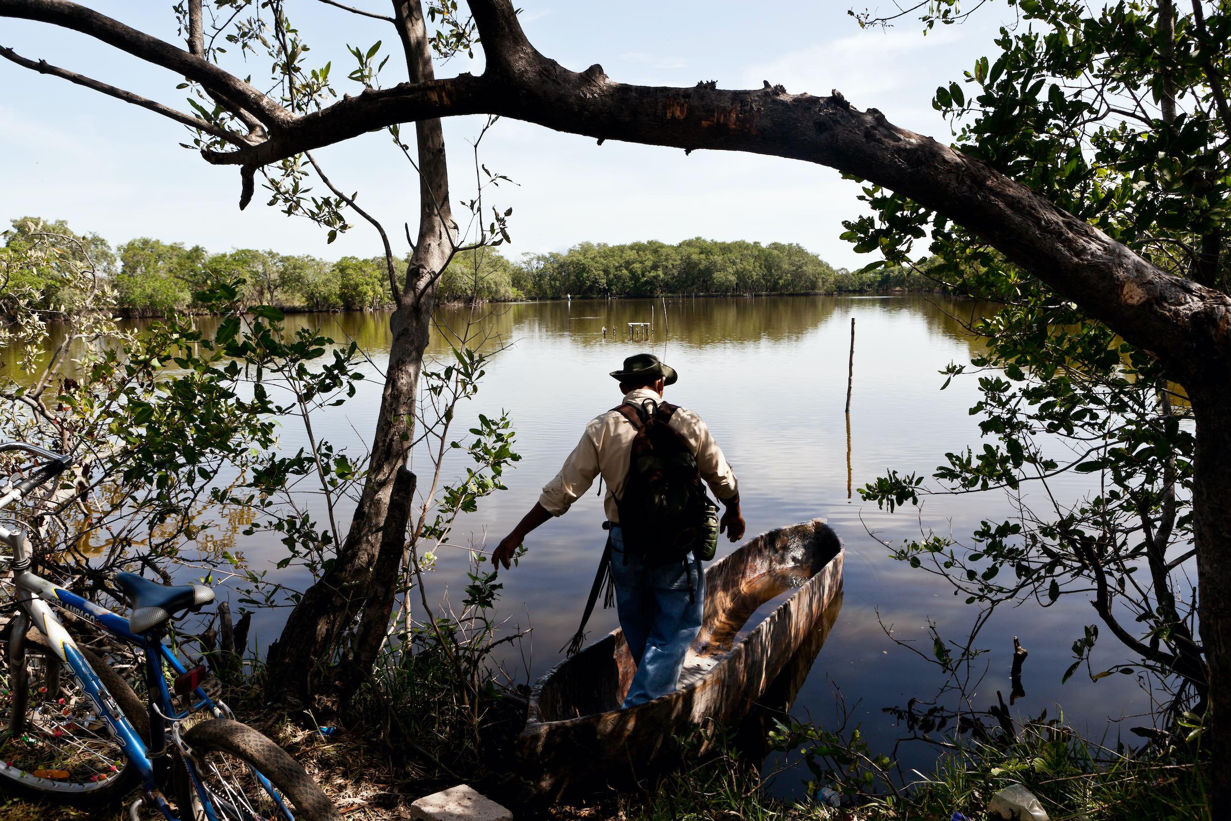 Guarda recursos cuida los manglares en la Bahía de Jiquilisco El Salvador